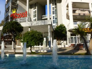 In the heart of Salou with pools & near beach.