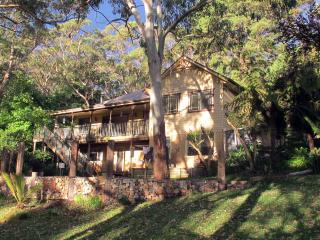 YellowtailStay - The Red Room, Stanwell Tops
