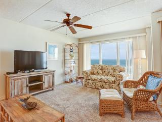 Hardwood,Furniture,Chair,Couch,Indoors