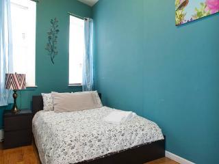 Manhattan  NEW CLEAN 4 bedrooms 2 baths Apt 2nd Floor stay 8-10 people