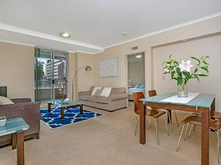 HELP6 - Light Filled Central Apartment, Chatswood