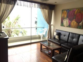 Furnished apt in Miraflores balcony laundry Wi-fi