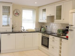 Killarney Luxury Town House  2BR  - sleeps 5  Free Parking/WiFi