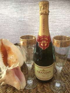 French Champagne on Arrival (Per 2 Guests)