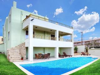 Luxury 5 bedrooms villa next to beach,private pool, Sfakaki