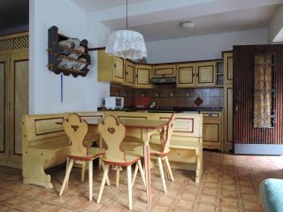 Comodo appartamento per quattro persone in villa, Moena