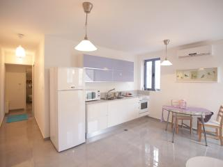 Nachlaot Beautiful Penthouse + Rooftop!!, Jerusalem