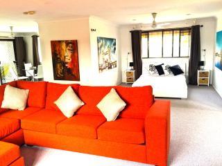ELANORA OASIS STUNNING APARTMENT ON THE GOLD COAST, Elanora