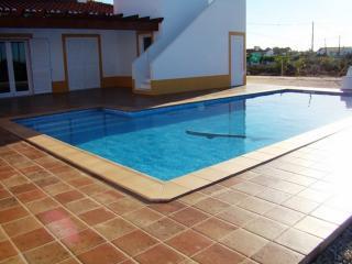 Zissou Yellow Villa, Aljezur, Algarve