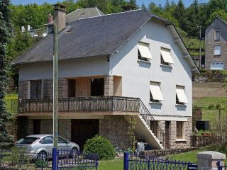 Detached villa on edge of village, Correze
