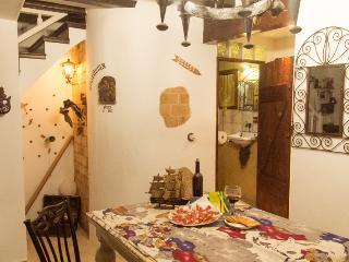 Ideal Grupos, junto al  ' Museo de la Seda '  totalmente Centrico