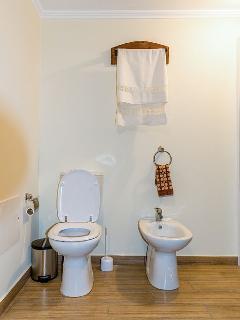 Bathroom (groundfloor)