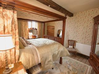 Brayne Court Bed & Breakfast - Jacobean Suite, Littledean