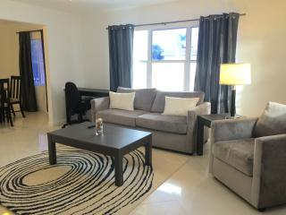 Modern 1 Bedroom By-The-Sea, Lauderdale by the Sea