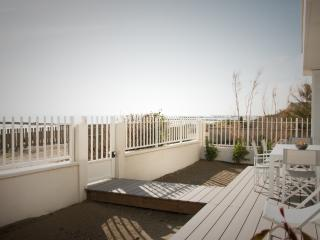 Sensational flat on the beach, Carnon