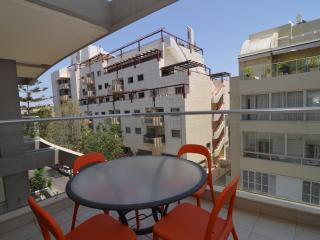 Ranak St - Spacious 2 Bedroom, Balcony & Parking