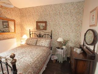 Brayne Court Bed & Breakfast - Tudor Suite, Littledean