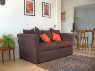 Amoblado, Cómodo y Céntrico: 1 Dormitorio con Cochera