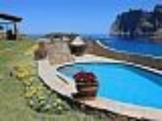 Staffed villa spectacular location overlooking sea, Cala Sant Vicenç