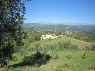 Restored Farmhouse with Spectacular Mountain view, Venarotta