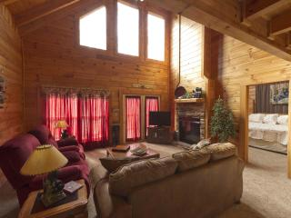 Cozy cabin between Gatlinburg and Pigeon Forge