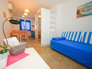 Adorami Apartments A1, Baska