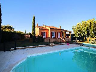 Apt Luberon, Villa 6p. private pool, nice surrounding