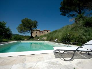 Luxury 4 Bedroom Farmhouse near Montepulciano