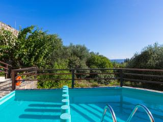 A COZY HOLIDAY HOUSE 4BR/ 3BATH - PRIVATE POOL