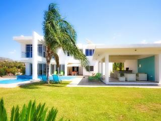 Exceptional Modern Villa Pool And Sea Views., Peyia