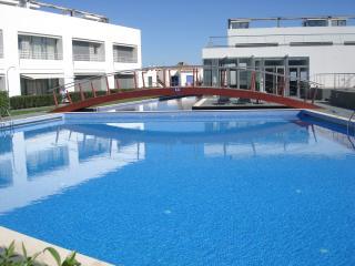 Modern apartment with pool, Tavira