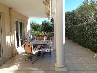 Nice cozy apartment with terrace DRC, Mandelieu-la-Napoule