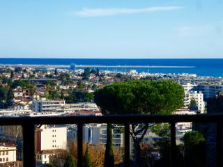 Medieval Charm + Vintage  Seaview Lounge + Terrace, Cagnes-sur-Mer