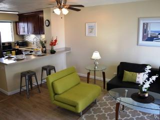 Beautiful 2 bedr Renovated condo.Central location., Honolulu