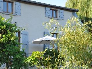 Maison Principale - ORMOY - Riverside Gite - perfect for families (Sleeps 8)
