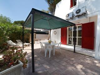 Villetta Fasano con giardino e posto auto 4-6 posti letto a 100 metri dal mare