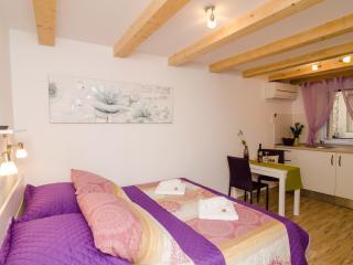 Lavender Garden Apartments - Comfort Studio Apartment (Ground Floor) - APT 2, Dubrovnik