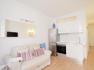 Encantador apartamento a metros de la playa. Calle Salvador Cuyás 17. Apart. 104