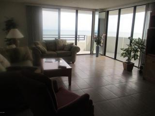 Horizons Direct Ocean Front Condominium !, Daytona Beach