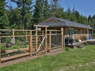 2 BR cottage with Julia Child kitchen, Salt Spring Island