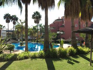 APARTAMENTO CON MUCHO ENCANTO EN LA MILLA DE ORO, Marbella