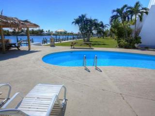 2 BR/2Bath waterfront condo with boat dock