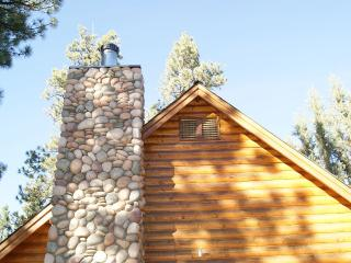 Cozy And Charming Chalet Cabin, Big Bear City