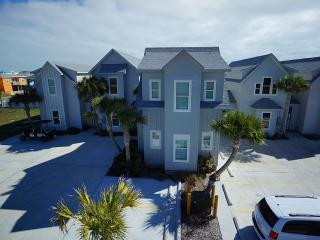 Brand NEW modern, spacious, luxury town home!!, Port Aransas