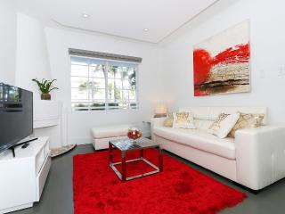 Amazing location new and fresh 1bed, Miami Beach