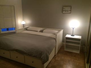 Large bedroom with 2 single beds or 1 king bed, Long Beach
