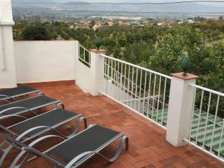 Orange Grove View. Panoramic views. In town, easy walk to amenities, Alhaurin el Grande
