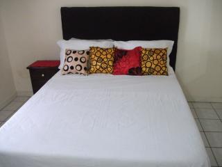2 Bedroom Apt, (The Costa Kingston)