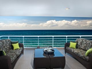 Nah ha #701, Stunning Oceanfront 3 bdrm condo, North Shore, Great Snorkeling!