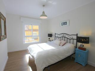 SUNNY LOVELY VINTAGE FLAT IN HISTORIC CENTRE